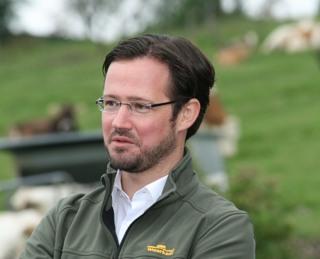Dirk Wiese bei der landwirtschaftlichen Tour 2014 (foto: spd)
