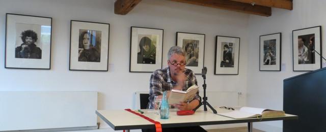 """Markus Hernig liest über """"Die Freuden der Bauern"""" (fotos: zoom)"""