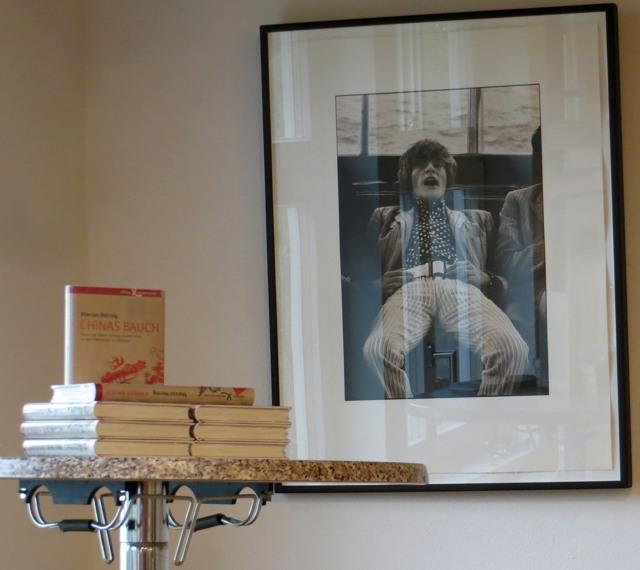 Die Lesung fand in den Räumen der Linda Mc Cartney Ausstellung statt. Buch gekauft.