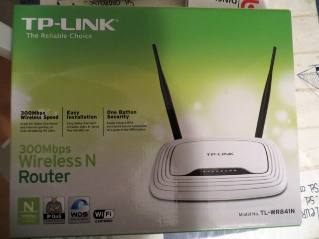 Das Paket mit dem Router drohte schon auf dem Regal zu verstauben. (fotos: zoom)