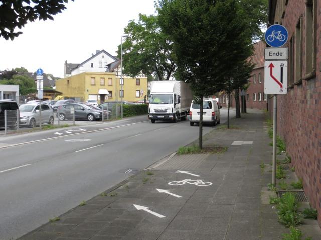 Ich habe diese Straße in Wickede auf dem Ruhrtalradweg fast 10x gequert. (foto: zoom)