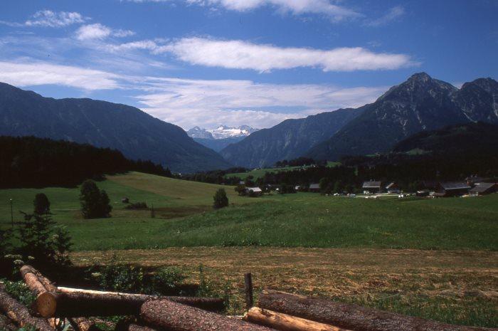 Blick zum Dachstein mit dem dazugehörigen Gletscher, 2.996 m im Bundesland Salzburg, Aufnahme von 1999
