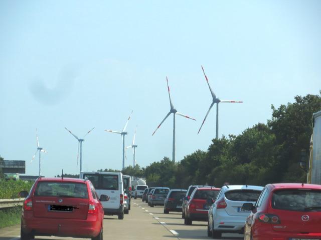 Auf der A7 Richtung Hannover. Fahren, gucken, denken. (foto: zoom)