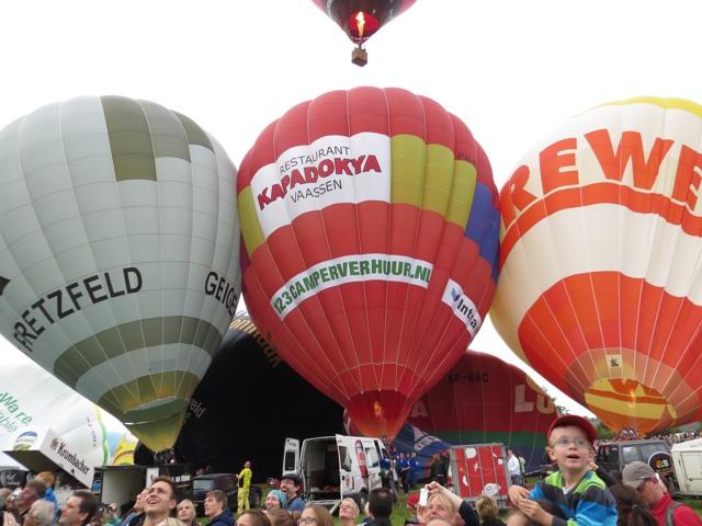 Jeder Heißluftballon eine Werbetraube. (fotos: zoom)
