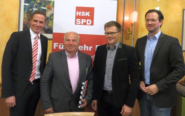 Gruppenbild am Schluss der Veranstaltung: Bernd Hartmann, Thomas Bakaras, Carsten Schneider und Dirk Wiese (foto: zoom)