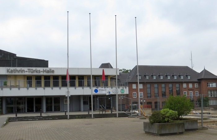 In der Stadthalle, später Kathrin Türks Halle, spielte die Burghofbühne. (foto: 23.7.15: zoom)