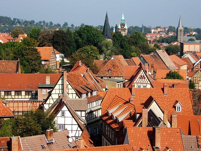 Dächer der Altstadt von Quedlinburg, vom Schlossberg aus gesehen. (foto: toksave[1])