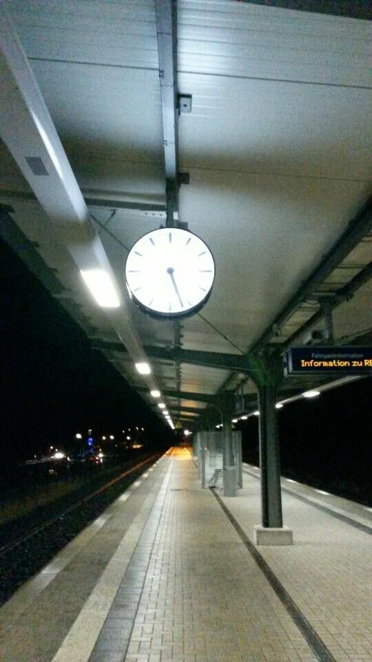 Der Bahnhof Olsberg heute Abend mit dem Smartphone aufgenommen. (foto: zoom)