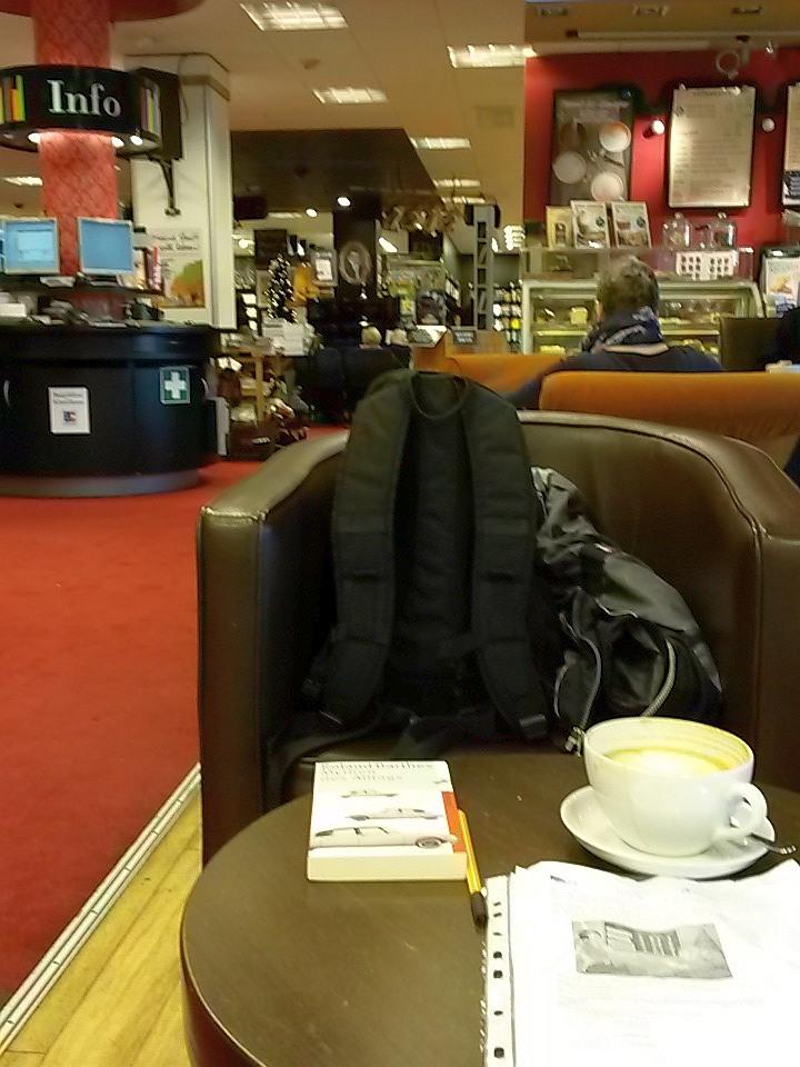 Cappuccino in der Mayerschen Buchhandlung Dortmund. (foto: zoom)