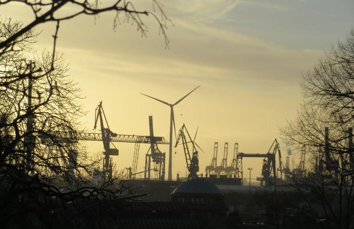 Die Landungsbrücken am Hamburger Hafen. (foto: zoom)