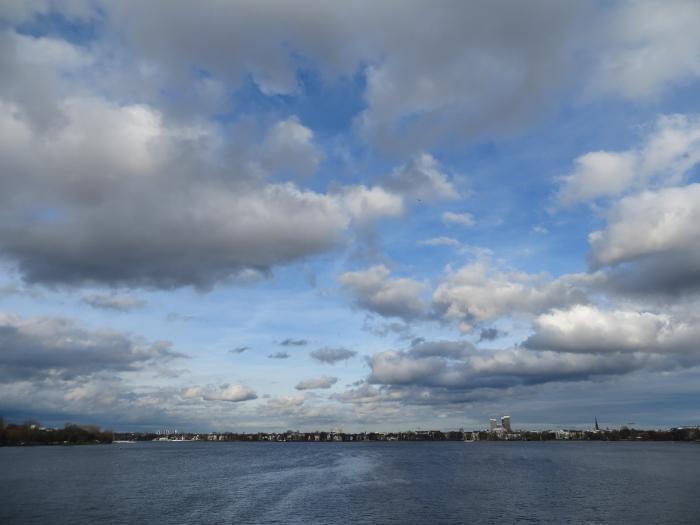 Blick von der Kennedybrücke über die Außenalster. (foto: zoom)