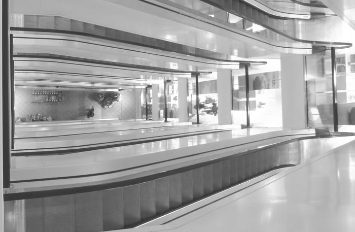 Ein aufgeräumter, leerer Empfangstresen in einem Berliner Gebäude? (foto: zoom)