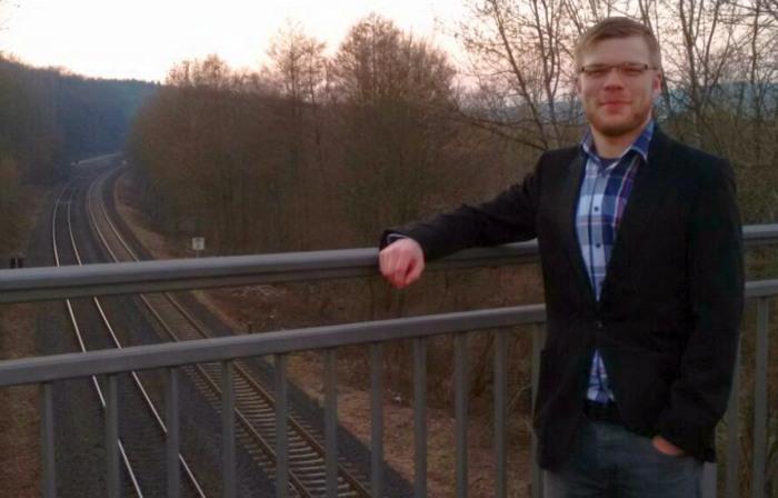 Symbolbild: Daniel Wagner (Sprecher Piratenpartei im Hochsauerlandkreis) an ausbaufähiger Infrastruktur (foto: piraten)