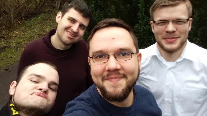 Das gewählte Piratenbüro für das Jahr 2016 - von links nach rechts - Sven Salewski, Maik Karle, Florian Otto und Daniel Wagner (es fehlt Julius Hahn) - als sogenanntes Selfie (foto: piraten)