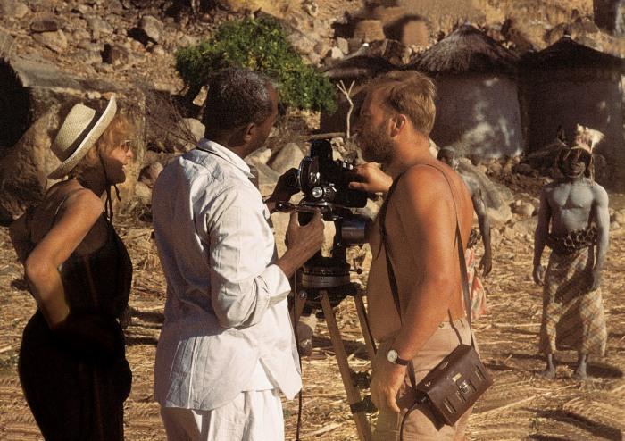 Selbstentnazifizierung? Leni Riefenstahl bei Dreharbeiten im Sudan zu dem geplanten Nuba-Film Dezember 1964. (foto: Riefenstahl Expedition 1964-65/ Dr. Dieter Kock)