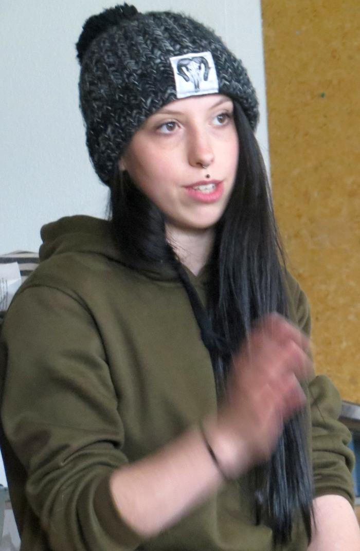 Julie Michelle berichtet von den Hilfsaktionen in den Flüchtlingslagern. (foto: zoom)