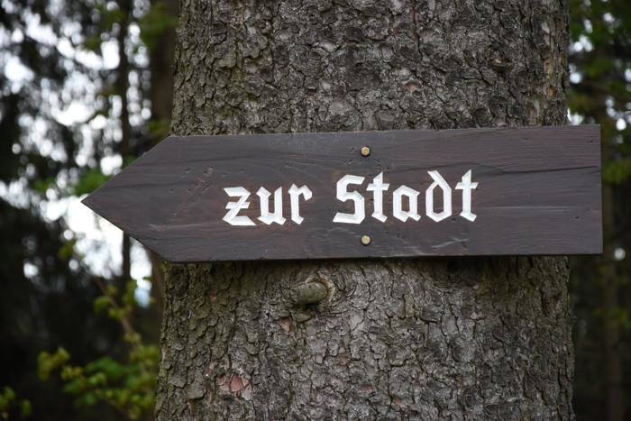 """Hier bin ich heute gestartet - am """"Philosophenweg"""" in der Nähe des Rathauses Winterberg. (foto: zoom)"""