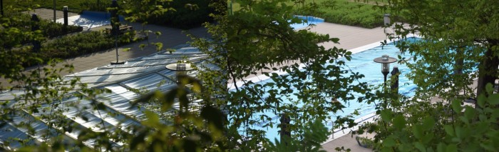 AquaOlsberg: Am Wochenanfang noch Baustelle, ab heute wieder Freibadbecken. (fotocollage: zoom)
