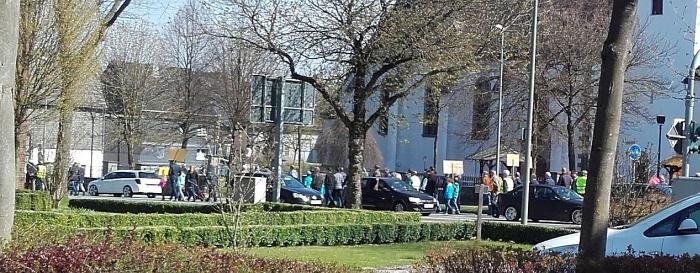 Demonstrationszug in Altenbüren bei Brilon, der von CDU-Funktionären aus Olsberg, Schmallenberg und Brilon angeführt wurde. (foto: sbl)
