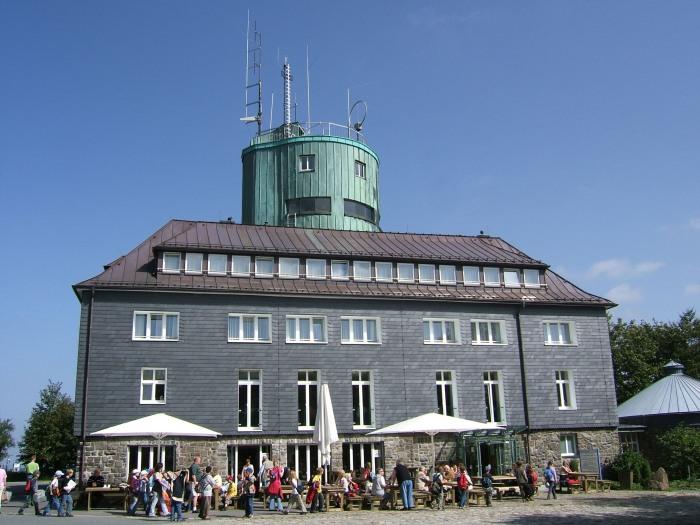 Gästebetrieb am Astenturm (Foto: WLV)