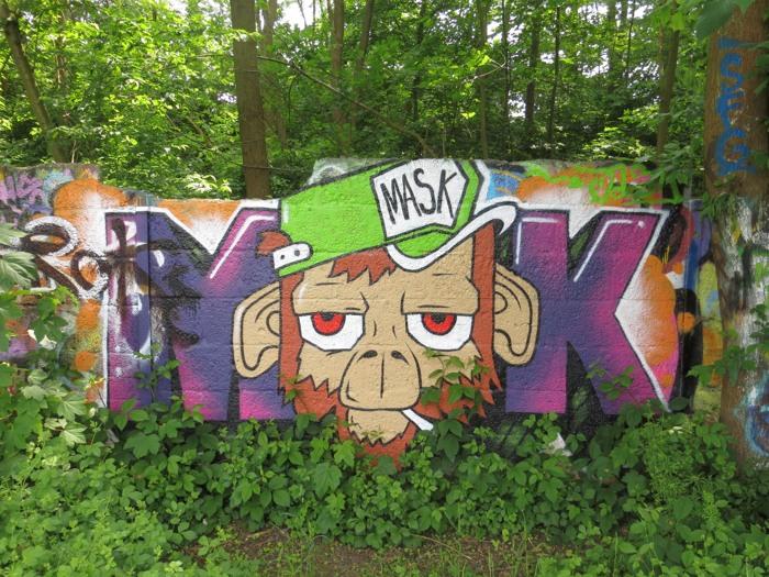 Mask - Maske. Ein neues Graffito an der Dortmunder Mauer. (foto: zoom)