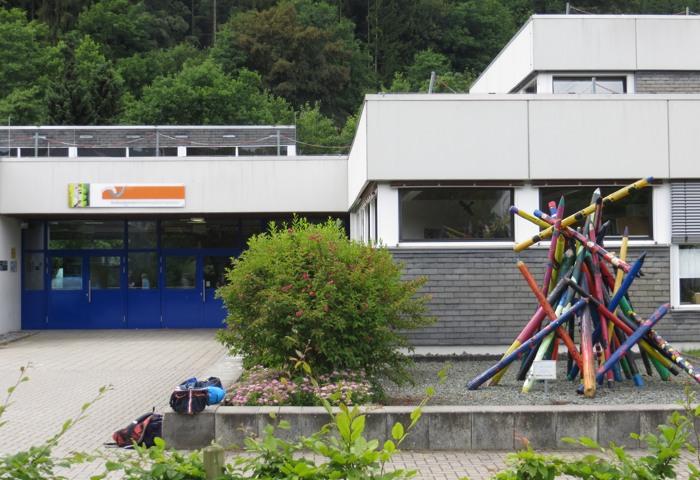 Die Verbundschule Siedlinghausen soll nach dem Willen der Winterberger Ratsmehrheit geschlossen werden. (foto: zoom)