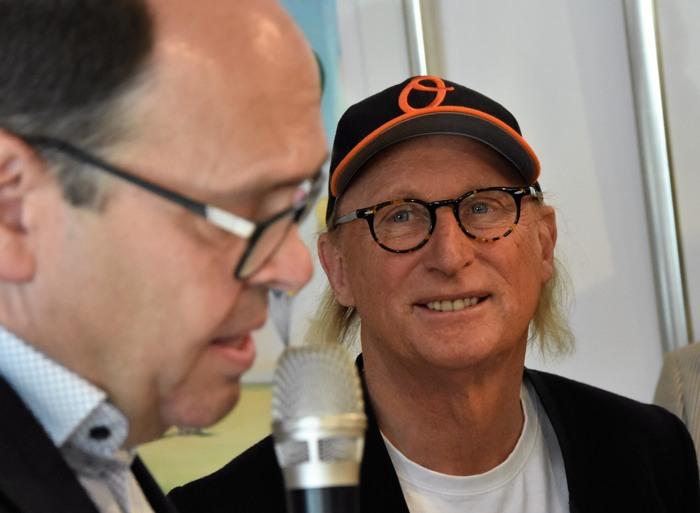 Bürgermeister Michael Kronauge erinnert sich an seine erste Otto-Schallplatte. (fotos: zoom)