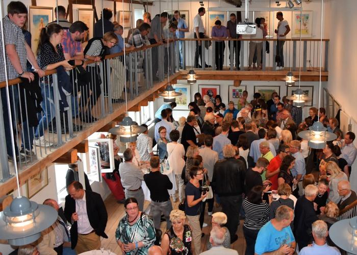Wo ist Otto? Der Kump platzte bei der Eröffnung der Ausstellung aus allen Nähten. (fotoarchiv: zoom)