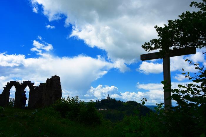 Auf dem Weg nach Osten. Obermarsberg vom Bilstein aus gesehen. (foto: zoom)