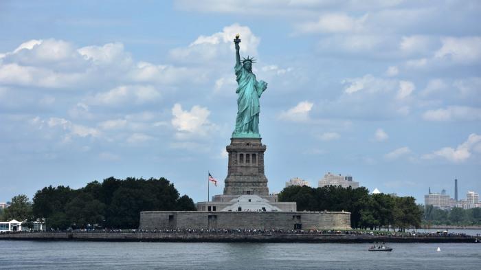 """Die """"Statue of Liberty"""" von der Fähre nach Staten Island aus gesehen. (foto: zoom)"""