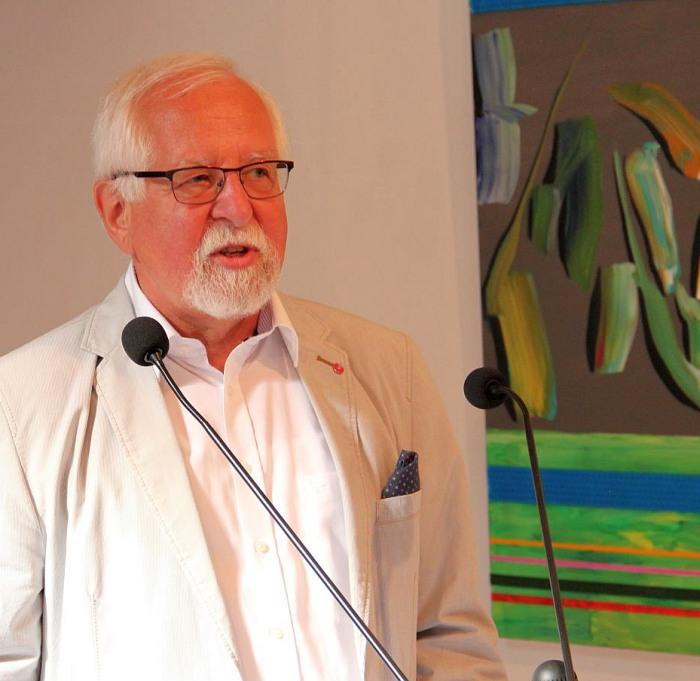 Der Vorsitzende des Hagenrings, der gebürtige Braunshauser Karl-Josef Steden, stellte die Künstler und ihr Werk vor. (fotos: kump)