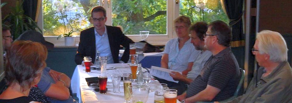 """Alexander Trennheuser referiert über """"Mehr Demokratie"""" (foto: Lutz Wendland)"""
