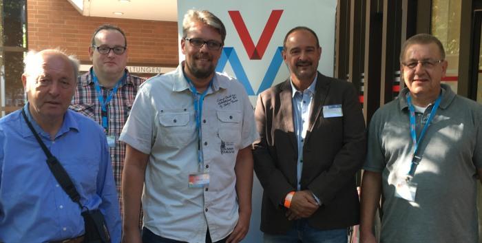 Der Gewerkschafter und ehemalige Sozialdemokrat Guido Reil (Mitte) soll in NRW den Landesverband der AVA aufbauen. (foto: David Schraven)