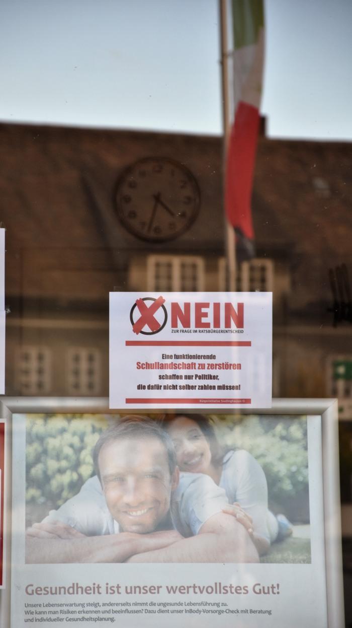 """Ein """"Nein"""" mit Rahmen und Fahne. (foto: zoom)"""