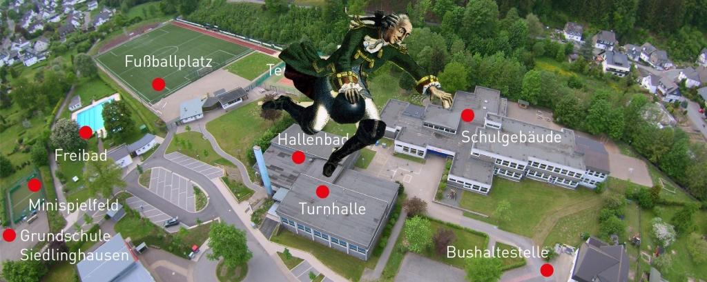 Ich habe mir heute die Schullandschaft von Siedlinghausen angeschaut. (collage: zoom)