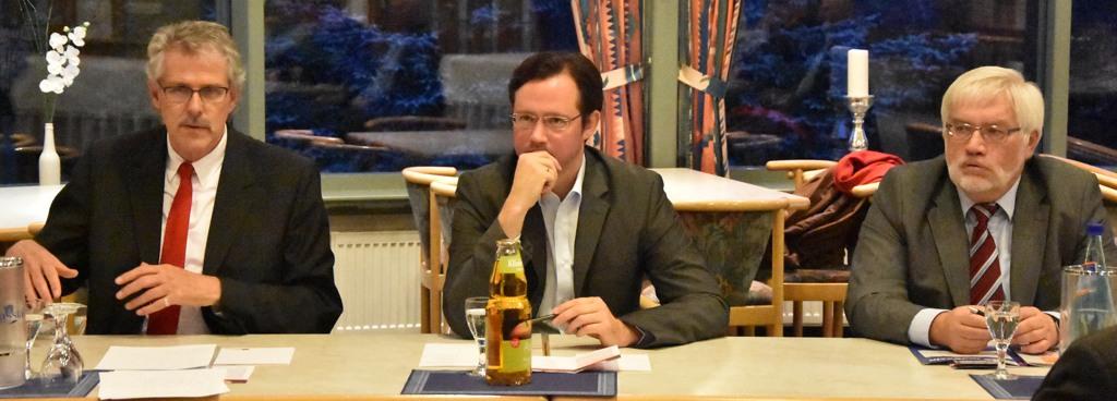 Auf dem Podium: Manfred Zöllmer, Dirk Wiese und Rudolf Przygoda.