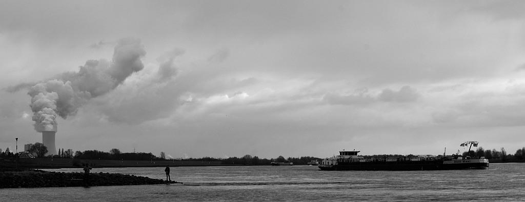 Zwischen dem Stapp und dem Kohlekraftwerk in Voerde am Rhein. (foto: zoom)