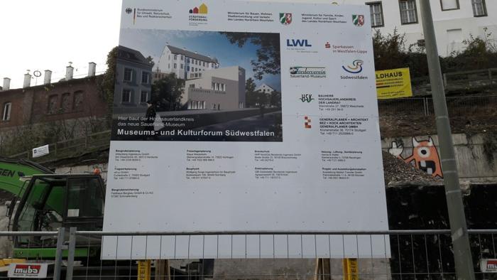 Auch ein schmuckes Baustellenschild wurde aufgestellt.