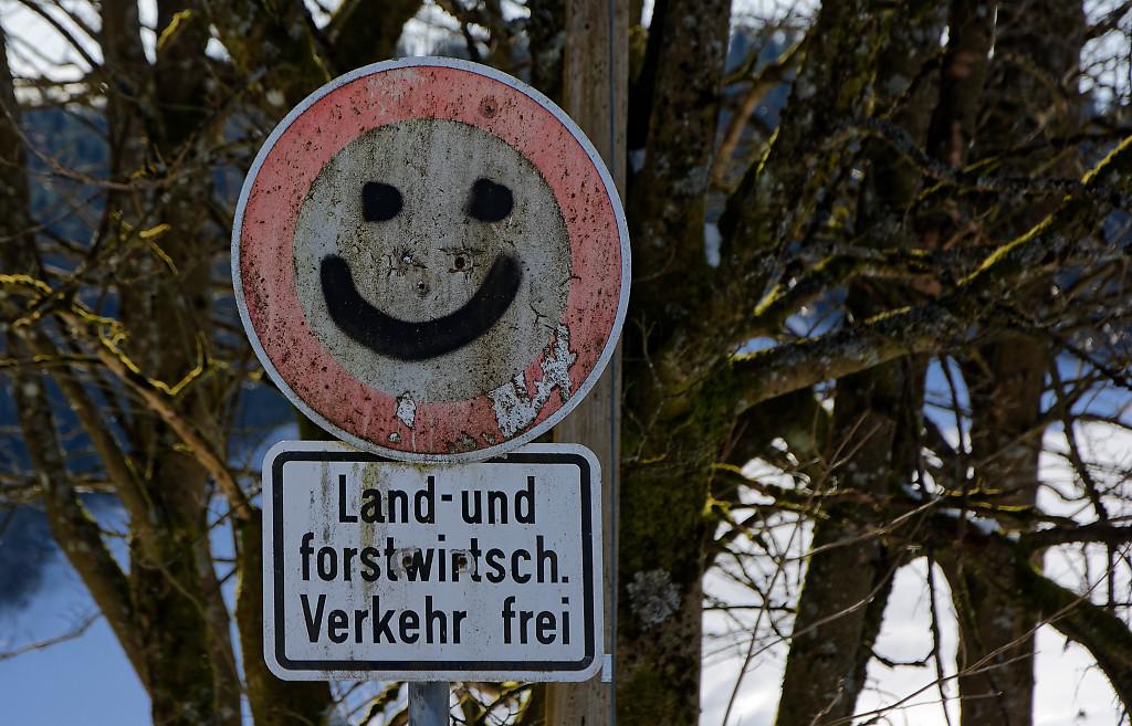 Gestern Bödefeld, heute Hesborner Weg in Winterberg. Hauptsache verboten ... (foto: zoom)