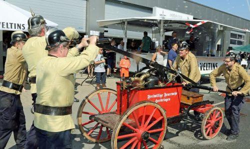 FFw Abg.-Herdringen mit der handbetriebenen Löschspritze von 1900 | Foto: Feuerwehr Arnsberg